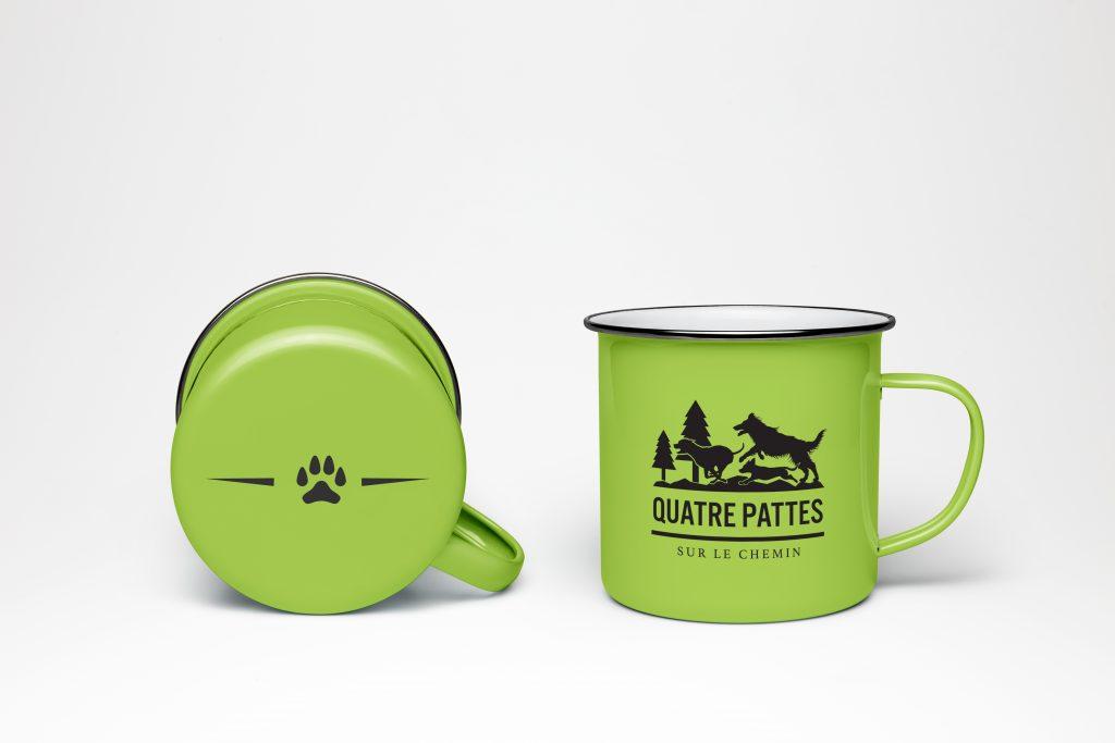 Quatre pattes sur le chemin – Logo et Merchandising